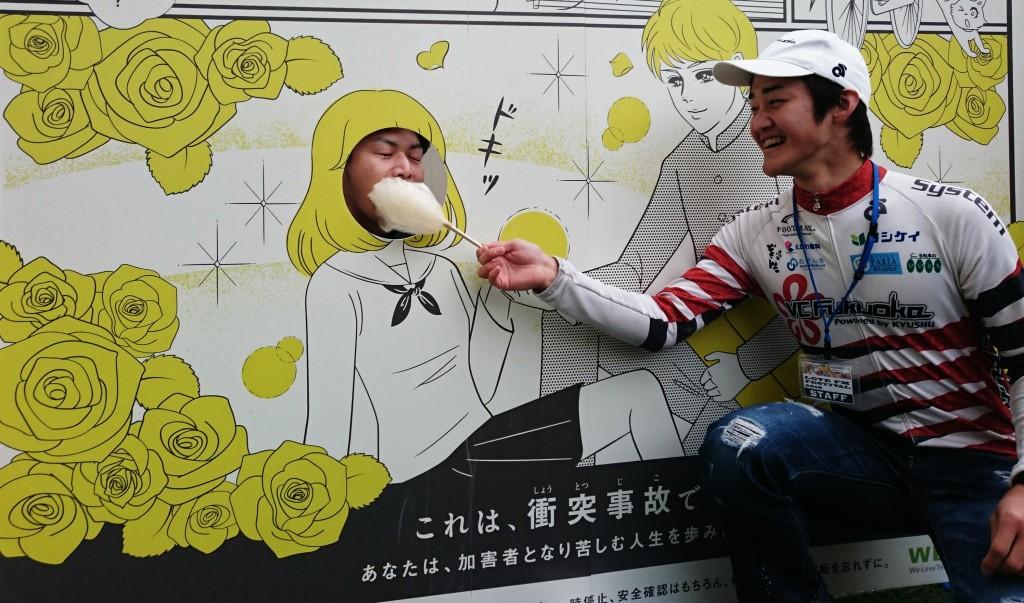 糖分補給をする藤田選手